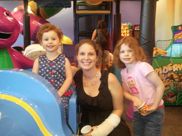 mommy and me at chuck e cheese
