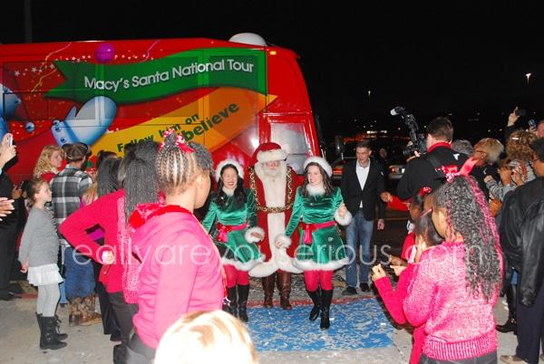 Santa arrives by bus Macy's #macysbelieve