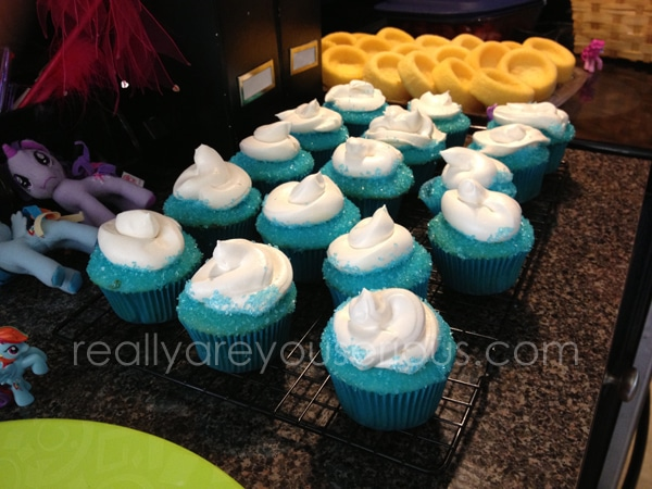 #NetflixFamilies review | Smurf cupcakes