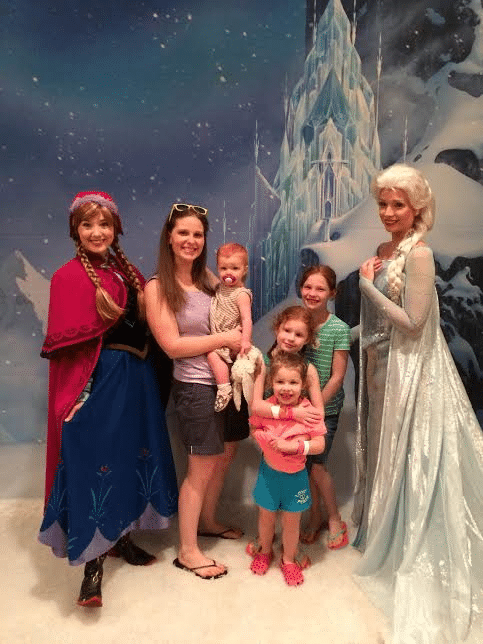Mother's Day | Anna and Elsa | Mommy and Me Monday