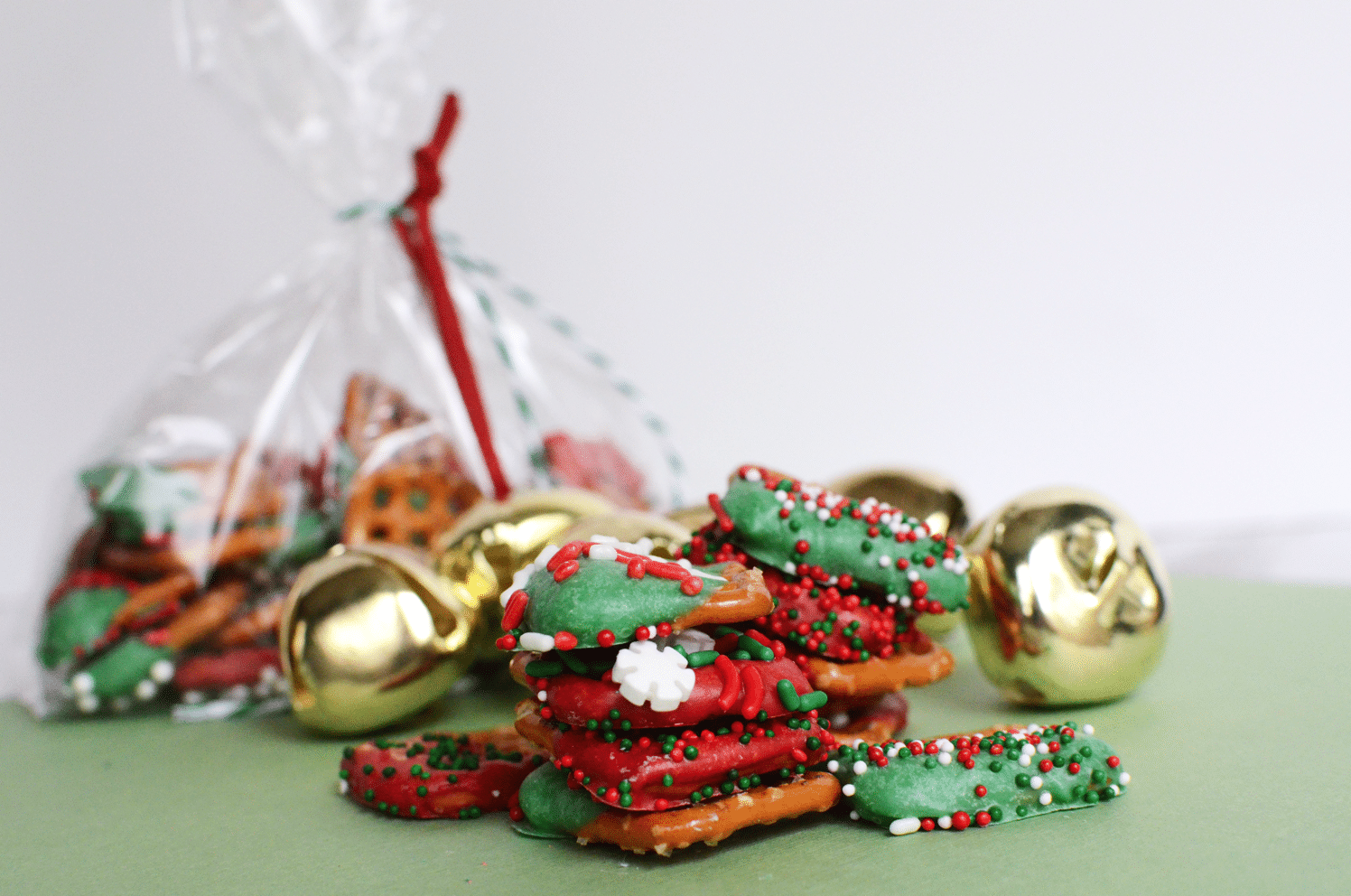 Easy christmas pretzel treats
