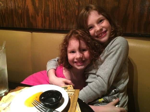 Tips for eating out with kids without electronic devices