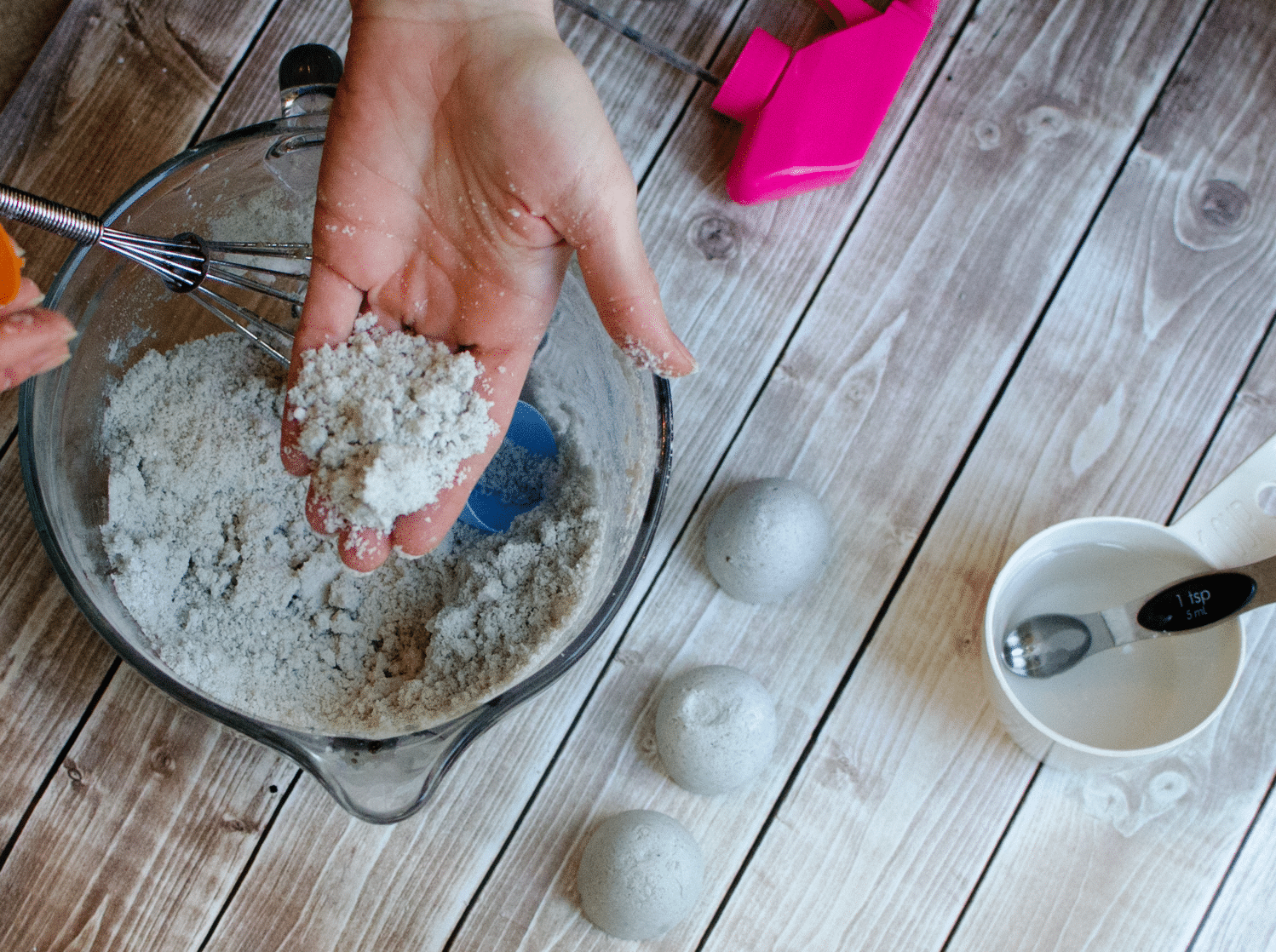 How to make Homemade Fragrant Fizzy Bath Bombs for Mother's Day