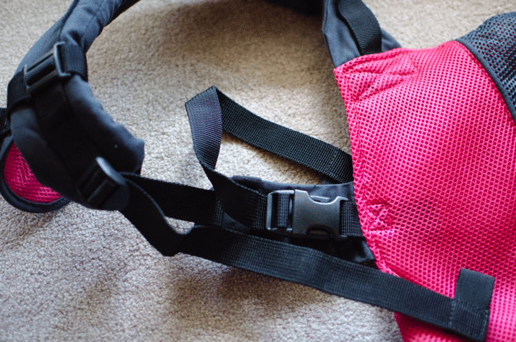two way adjustable straps on LILLEbaby.png