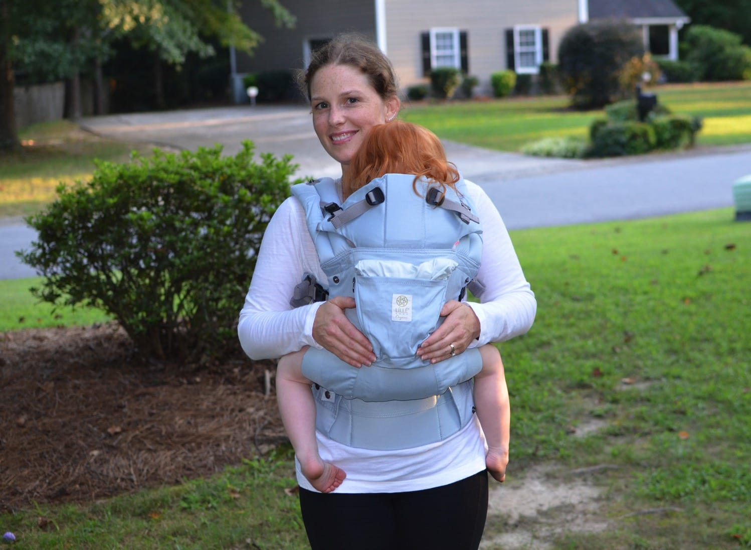 lillebaby complete organic Front carry front view