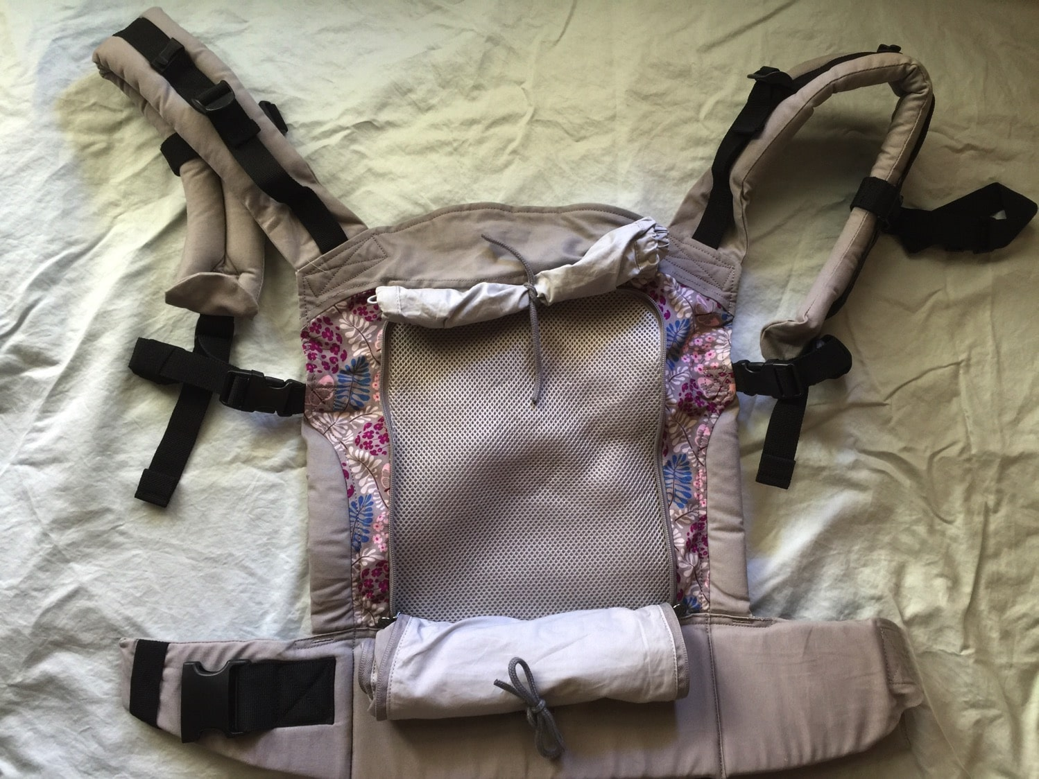 LILLEbaby essentials all seasons panel exposed