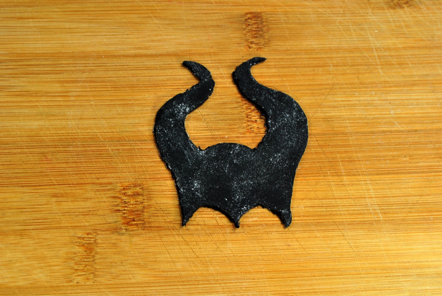 maleficent horns from fondant for Maleficent Donut