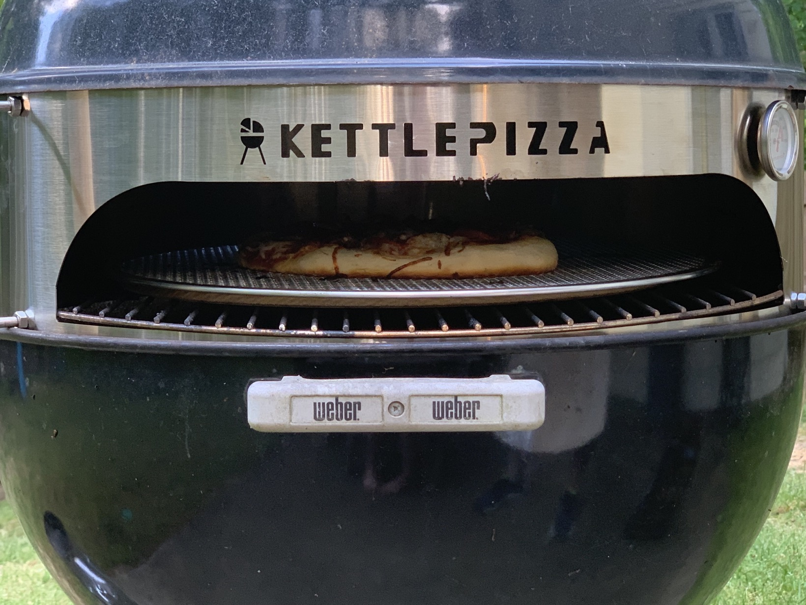 kettle pizza cooking