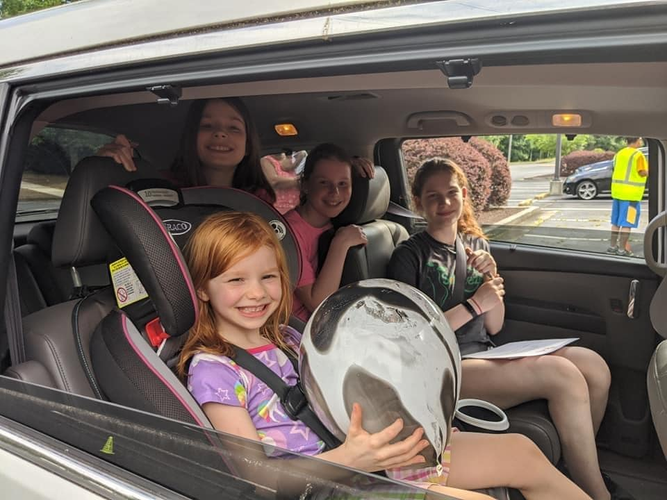 girls in back of the car
