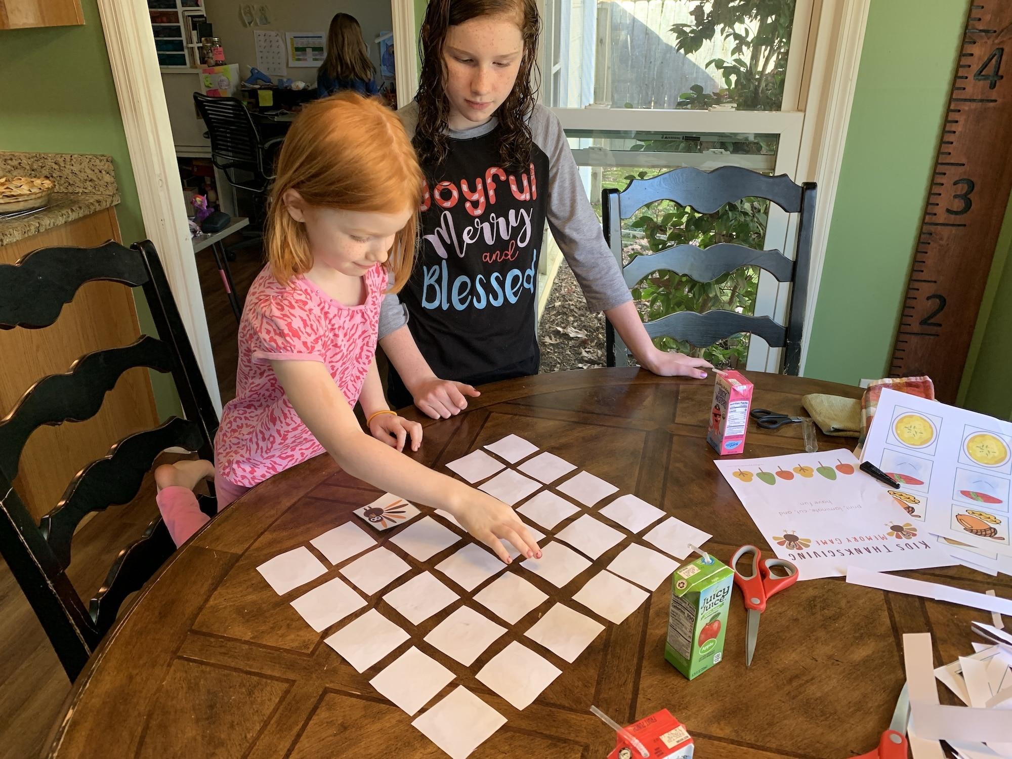 playing thanksgiving matching game